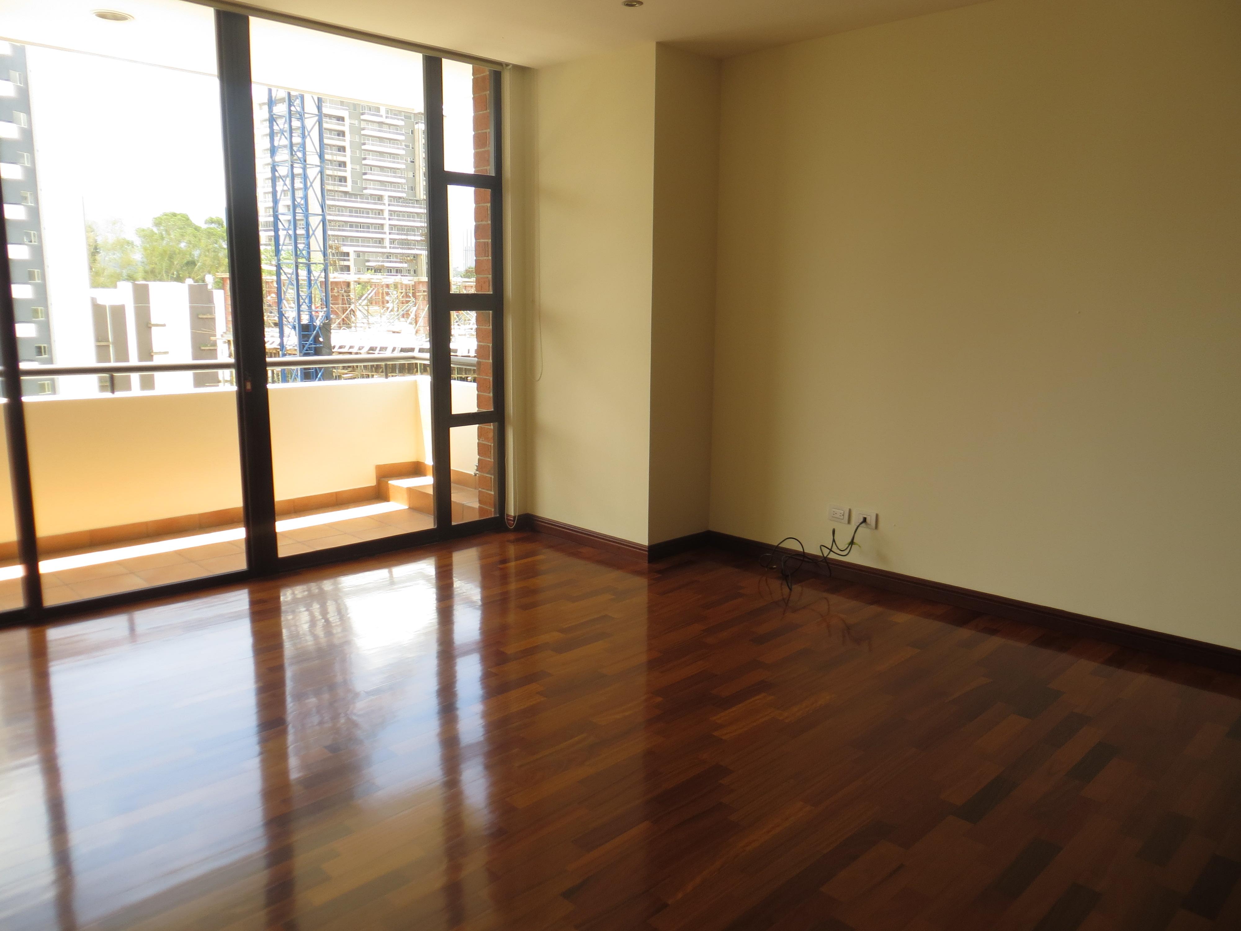 Alquiler de apartamento en edificio con piscina for Apartamentos alquiler con piscina