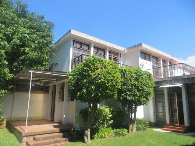 Renta de bonita casa con piscina zona 14 interzona for Casa con piscina para alquilar