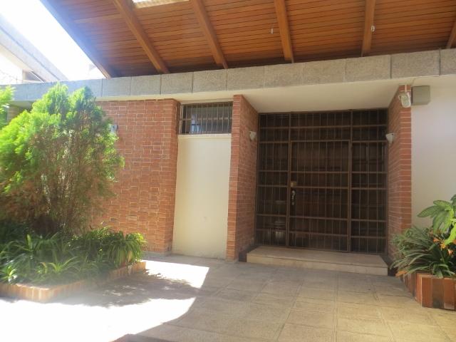 Renta de bonita casa con piscina zona 14 interzona for Alquiler casa con piscina
