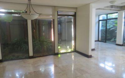 Casa de un nivel en renta,  Las Conchas, Zona 14