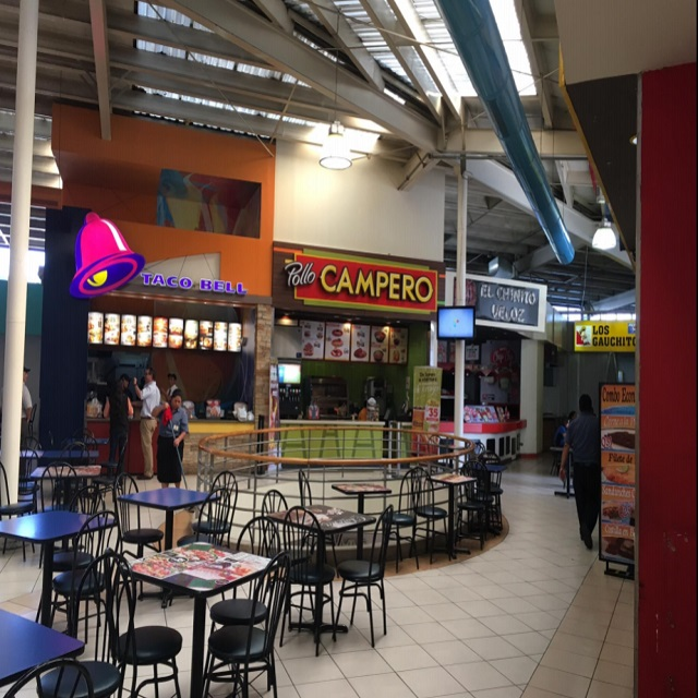 Renta de local comercial para Food Court, Zona 4