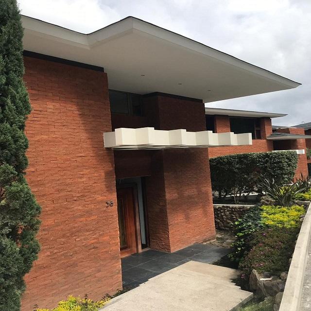 Venta de moderna casa en Km. 9.0 Carretera a El Salvador.