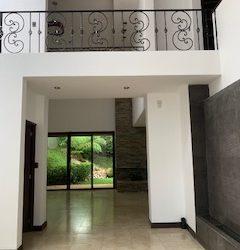 Magnifica casa en venta en sector Kanajuyu, Zona 16