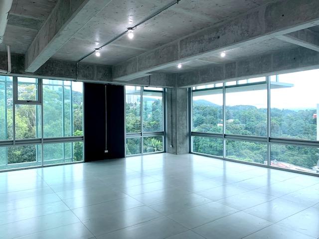 Renta de linda oficina con relajante vista, Zona 15