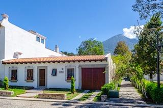 Casa de un nivel, Cortijo de Las Flores, Antigua Guatemala